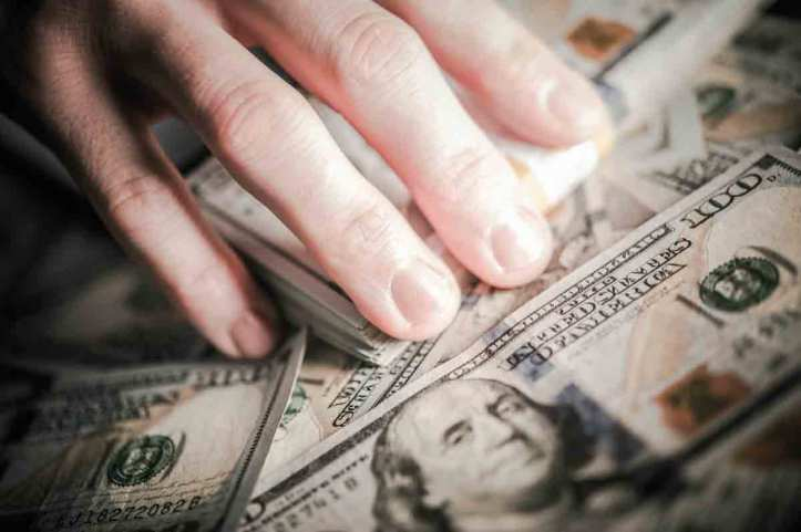 How to Make Money by Knowing What Hands to Play